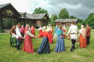 Пушкинский бал и фолкльорные программы в Болдино