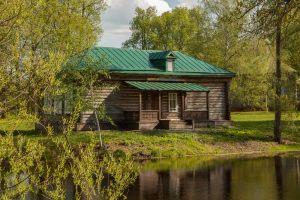 Усадьба во Львовке. Церковно-приходская школа. Вид со стороны пруда