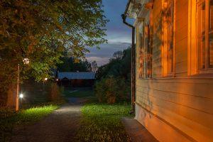 Большое Болдино. Вечернее фото усадьбы рядом с господским домом