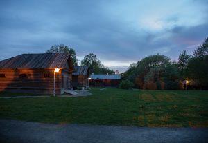 Большое Болдино. Вечернее фото усадьбы Пушкина. Надворные постройки