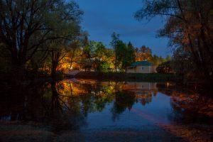 Большое Болдино. Верхний пруд и господская кухня.  Вечернее фото усадьбы Пушкина